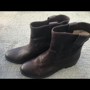 Gorgeous pull-on Frye ankle boots, size 8M